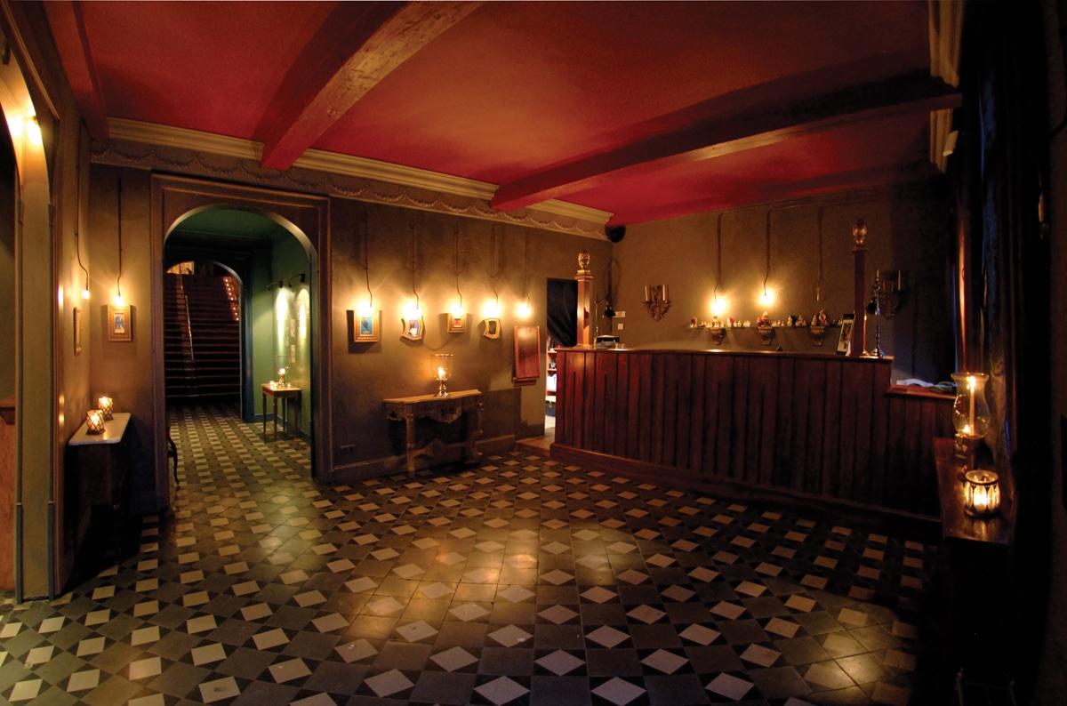 1-entrance-palais-de-plume