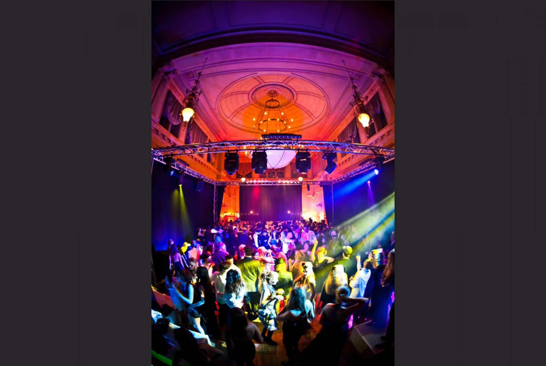 11-feestje-theatre-palais-de-plume