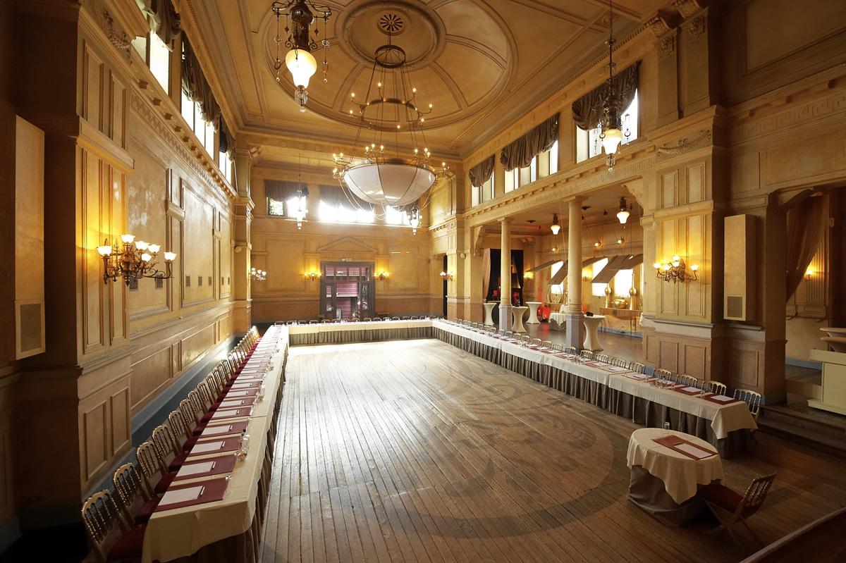 17-room-theatre-palais-de-plume